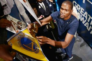 Watch: Durant receives standing ovation at Oracle