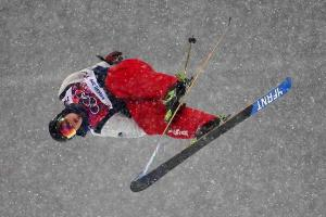 U.S.' David Wise makes gold from ugly rock in halfpipe...
