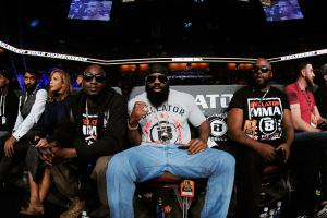 Kimbo Slice (center)