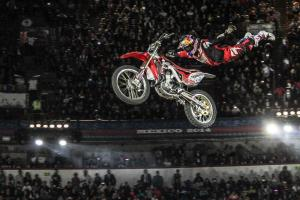 Josh Sheehan pulls out the superman during the 2014 Red Bull X- Fighters Mexico.