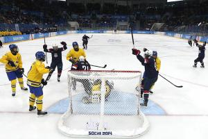 U.S. women's hockey wrecks Sweden, sets up gold-medal g...