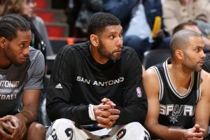 MINNEAPOLIS, MN - DECEMBER 23: Tim Duncan #21 of the San Antonio Spurs during the game against the Minnesota Timberwolves on December 23, 2015 at Target Center in Minneapolis, Minnesota. (Photo by David Sherman/NBAE via Getty Images)