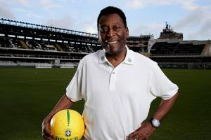 Soccer legend Pele condition 'improving'