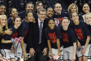 Geno Auriemma becomes fastest coach to 900 wins