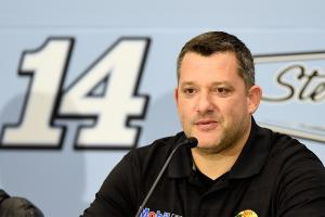 Tony Stewart officially announces retirement after 2016