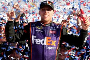 Hamlin edges Truex in Daytona 500 photo finish