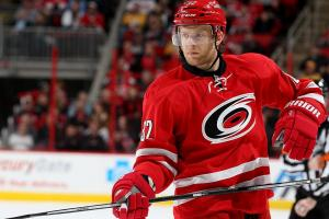 Los Angeles Kings acquire Kris Versteeg from Carolina Hurricanes