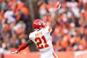 Oakland Raiders sign CB Sean Smith to four-year deal