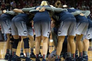 Is the 2015-2016 UConn Huskies the best women's basketb...