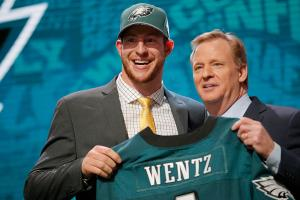 Brady Quinn: Carson Wentz will have easy transition in...