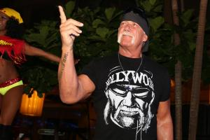 Hulk Hogan suing Gawker for second time