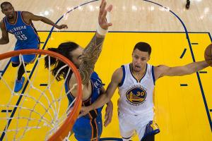 Stephen Curry carries Warriors when team needs it