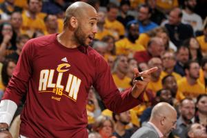 Dahntay Jones suspended for groin shot on Bismack Biyombo