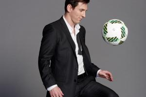 Go behind the scenes of Lionel Messi's SI cover shoot