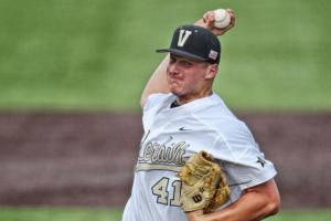 Vanderbilt P Donny Everett drowns in swimming accident