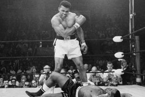 Muhammad Ali's reaction to the famous phantom punch pho...