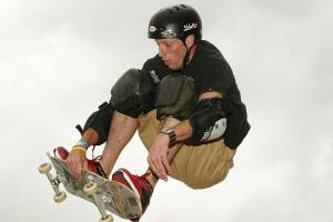 Watch 48-year-old Tony Hawk land a 900