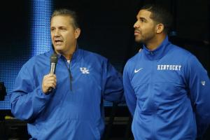 Drake showed up at Texas in Kentucky gear