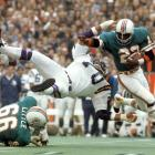 Mercury Morris helped the Dolphins dominate Jim Marshall (70) and the Vikings in Super Bowl VIII.