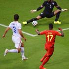 American goalkeeper Tim Howard is tested early on in the match against Belgium.