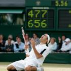 In a matchup of the two top-ranked players, Federer defeated Andy Roddick 4-6, 7-5, 7-6 (3), 6-4 to win his second Wimbledon title in a row. Federer improved to 6-1 against Roddick.