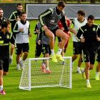 Spain players warm up during a training session at the Centro de Entrenamiento do Caju on June 9 in Curitiba, Brazil.