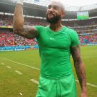 Tim Howard acknowledges the fans after the U.S. qualified for the knockout stage following a narrow loss to Germany and a Portugal victory over Ghana.