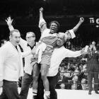 Griffith handed Rodriguez his first career loss in 36 fights when they first met in a non-title fight in 1960. Rodriguez then outpointed Griffith for the welterweight title in 1963, with Griffith winning it back on points just three months later. The series closed in 1964, with Griffith retaining the belt on a split decision.