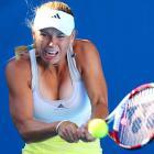 No. 10 Caroline Wozniacki took out Lesia Tsurenko 6-4, 6-3 to set up a fourth-round date with Svetlana Kuznetsova.