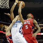 Atlanta's Kyle Korver (left) and Josh Smith team up on rookie Anthony Davis of New Orleans.