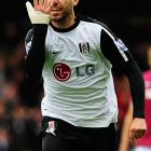 Dempsey celebrates Fulham's opening goal in a league game vs. West Ham United.