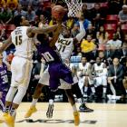 Trey Pinkney (10) and Stephen F. Austin extended the nation's second-longest winning streak to 29 games.