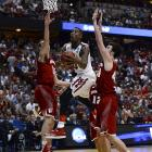 Rondae Hollis-Jefferson gets between Sam Dekker (left) and Frank Kaminsky for a shot. This was the seventh overtime game of this tournament, a March Madness record.