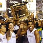 Santos celebrates its Paulista title -- its first state championship since 1984 -- after holding off a furious late-campaign charge from São Paulo. Manager Vanderlei Luxemburgo reversed the fortunes of Pelé's former club after being fired by Real Madrid in December.