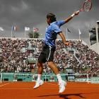 Roger Federer's straight-sets victory took only one hour and 26 minutes to play, but two delays stretched the match to two hours and 50 minutes from start to finish.