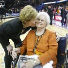 Pat Summitt kisses her mom, Hazel Head, after capturing her seventh national championship at Tennessee.