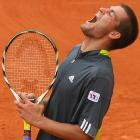 Mikhail Youzhny's lone highlight from his straight-set defeat to top-seeded Roger Federer on Sunday was forcing a tiebreaker in the opening set.