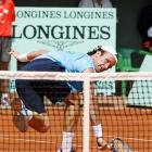 Carlos Moya, the 1998 champion, was unhappy with his play as he had difficulty attacking Nadal and made mistakes with his backhand.