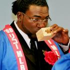 David Ortiz enjoys the best part of his trip to Japan -- sake!