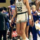 Playing on a broken right foot for the final three months of the season, including 21 playoff games, McHale averaged 21.1 points and 9.2 rebounds in 39 minutes per game. The Celtics lost to the Lakers in the Finals, and McHale would have surgery immediately after the season.