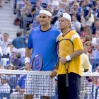 Federer scored a convincing 6-0, 7-6 (3), 6-0 victory over Lleyton Hewitt to nab his first of four U.S. Open titles.