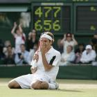 Federer defended his Wimbledon singles title with a 4-6, 7-5, 7-6 (3), 6-4 victory over Andy Roddick.