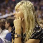 Maria Sharapova watched the Hornets battle the Suns in Phoenix on Thursday.