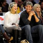 Kate Hudson and brother Oliver enjoyed their front-row seats at Wednesday's Lakers-Clippers game.