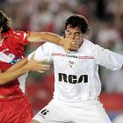 Argentinos Juniors' Nicolas Pavlovich shows how to handle a trash talker.