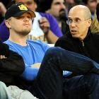 Leonardo DiCaprio didn't look like he enjoyed being distracted by producer Jeffrey Katzenberg during Tuesday's Lakers-Knicks game.