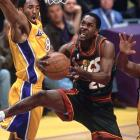 """Gary Payton scores 35 points in a loss to Houston, becoming the all-time leading scorer in SuperSonics history. Payton passes """"Downtown"""" Fred Brown's 14,018 points."""