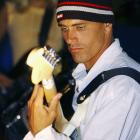 After finishing second at the 2004 Quicksilver Pro France in Hossegor, Slater jammed on his guitar at a post-competition concert.  Following in a tradition of surfer/musicians, Slater plays guitar in his spare time and even formed a band during the '90s with fellow pro surfers Rob Machado and Peter King. The group was aptly called The Surfers.