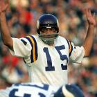 Cuozzo played four seasons for the Vikings and was a full-time starter in 1970, leading Minnesota to a playoff appearance. That season he completed 128 of 257 passes for 1,720 yards and seven touchdowns for a 12-2 team.