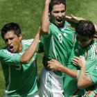 Israel Castro, center, reacts after his late goal gave Mexico a 2-1 lead. The U.S. fell to 0-19-1 at Azteca Stadium.